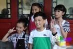 近日,有网友曝出吴磊和关晓彤的一组童年合照,当年吴磊比关晓彤矮了整整一头。