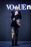 王俊凯受邀出席时尚活动 造型小心思竟然是袜子