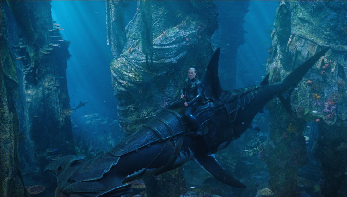 《海王》导演公布新剧照 两种巨型海底动物曝光