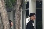 11月6日,有网友通过微博晒照,并表示在美国迈阿密偶遇邓伦拍戏。