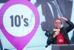11月9日,2018吴天明青年电影高峰会特邀导演雷尼·哈林做客电影大师讲堂。从一穷二白的芬兰少年,到全球超10亿美元票房导演,雷尼在现场毫无保留的与青年电影人分享了自己坚持梦想,从芬兰一路闯入好莱坞的励志故事。