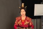 近日,由章子怡、周一围、杨祐宁等主演的电视剧《帝凰业》全组杀青,该剧作为章子怡的首部电视剧,从开拍前就备受关注和争议。