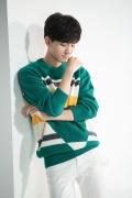 王俊凯拍摄花絮演绎两种风格 漫撕夜礼服假面·凯
