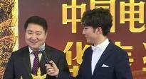 于冬手握3个奖杯笑得合不拢嘴 感谢林超贤导演