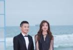 """12月16日,海南国际电影节闭幕式落下帷幕,赵薇与苏有朋携手亮相,童年记忆""""小燕子""""和""""蛙哥""""又同框了。晚间,二人不仅分别晒出这次海南行的照片,还晒出了与约翰尼·德普的同框合照。"""