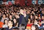 """日前,电影《流浪地球》全国高校路演火热启程,25日影片主创兵分两路亮相广州、西安,与同学们近距离分享影片拍摄的历程和感受。路演现场同学们 """"燃""""点十足、气氛热烈,纷纷表示感受到了影片和主创""""倔强到底""""的信念和精神,对中国科幻充满期待!接下来,主创们还将前往郑州、武汉等城市与当地同学见面互动。影片将于2019年大年初一正式上映,充满想象的未来世界大门即将打开。"""