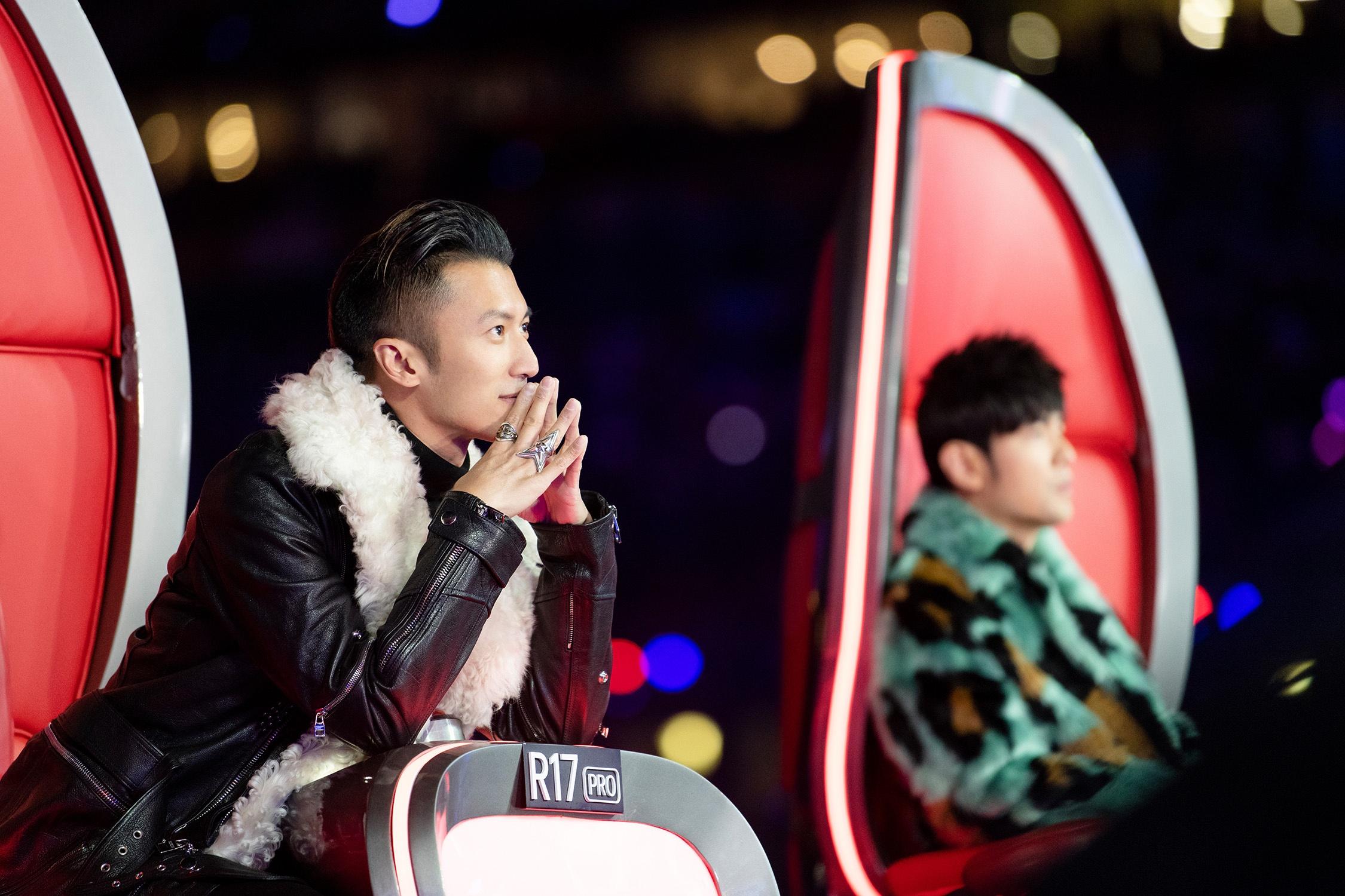 谢霆锋鸟巢唱响《黄种人》《中国好声音》决赛