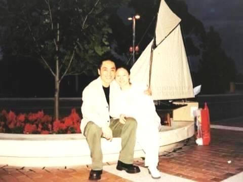 张艺谋小31岁娇妻近照曝光 相识20年恩爱如初