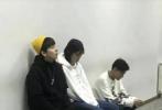 1月8日,网曝中戏大一考试现场的照片,这一届的明星新生易烊千玺、胡先煦和李兰迪,作为同班同学一起备考的日常,成为网友热议的焦点。