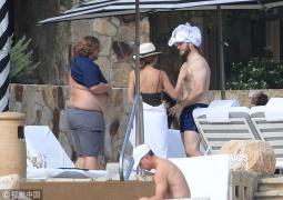 幸福肥?星爵与女友度假肚腩抢镜 网友:又胖回去了