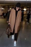 吴亦凡帅气抵达巴黎 代言人身份出席品牌男装秀