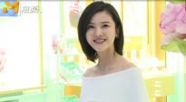 杨子姗纯白露肩长裙清新优雅 和朱亚文合作新戏演霸道总裁