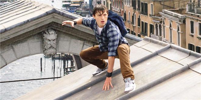 《蜘蛛侠2》曝预告海报 荷兰弟吉伦哈尔关系成迷