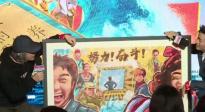 """《新喜剧之王》宝强为星爷画眉? 一幅画尽显20年""""努力!奋斗!"""""""