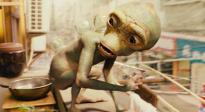 """《疯狂的外星人》""""外星人骚骚VS本地欢欢""""片段"""