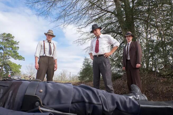 """《劫匪》预告 科斯特纳和哈里森追捕""""雌雄大盗"""""""