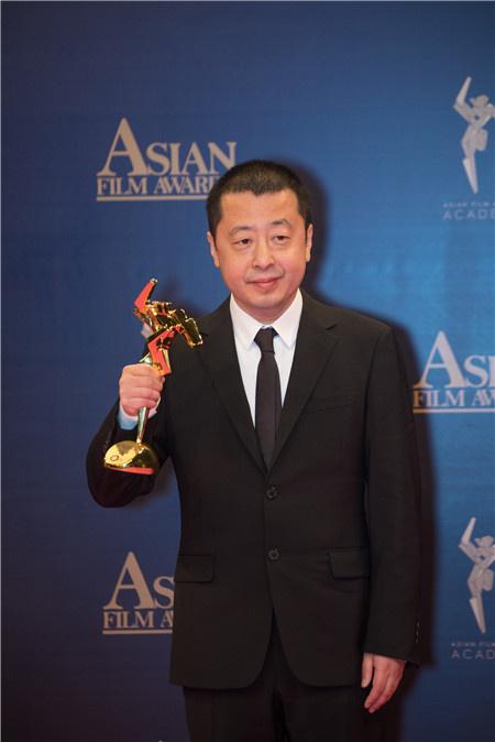 """贾?#37327;?#33719;亚洲电影大奖最佳编剧 """"亚洲三杰""""同台"""
