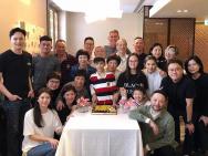 袁咏仪晒照庆祝妈妈70岁生日 全家齐聚温馨十足