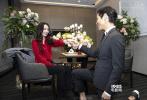 """3月27日,有媒体曝出本月17日在台北信义区的寒舍艾丽宴会厅,向佐成功向郭碧婷求婚。随后,向太通过微博正式官宣喜讯,称:""""还是纸包不住火,向佐低调的在台北艾丽酒3月17日下午5:20分向郭碧婷求婚成功。是好事所以我们欣然接受大家的祝福!"""""""