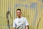 3月28日,由邱礼涛自编自导的影片《拆弹专家2》在香港举办开机仪式,主演刘德华、刘青云、倪妮、谢君豪、姜皓文、吴卓羲、黄德斌等亮相。其中刘德华和姜皓文都身穿背带裤,显得十分有活力,倪妮则身着黑衣,酷劲十足。