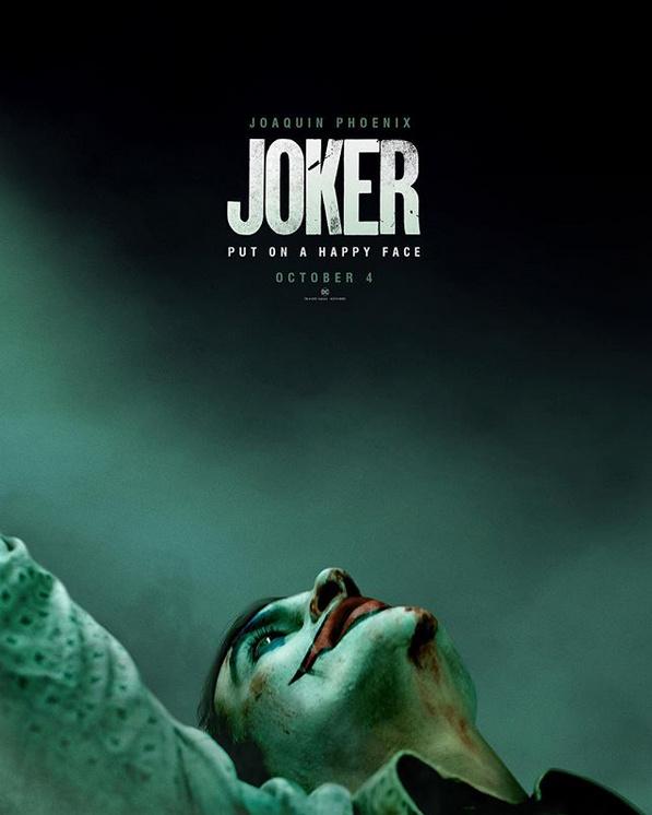 《小丑》首曝海报姿势奇特气氛诡异 暗示双重性格