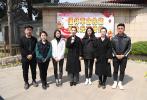 對于中國電影來說,也有無數德高望重的老一輩藝術家值得我們銘記和緬懷。值此之際,我們與來自北京電影學院的學生代表一同來到北京八寶山革命公墓,向共和國的光影奠基者們致敬。
