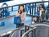 洪欣不理张丹峰出轨传闻 带女儿逛街全程心事重重