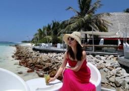 林心如马尔代夫度假不见霍建华 晒美照身材纤细
