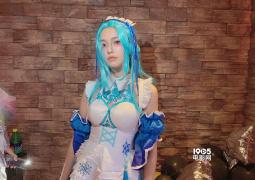 林允女仆装引热议 诞辰趴与周洁琼大年夜玩cosplay