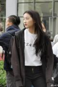 關曉彤現身北電拍攝宣傳片 黑直長發型少少女感十足