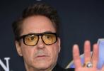 """近日,即将上映的《复仇者联盟4:终局之战》在美国洛杉矶举行首映,出席活动现场的有:""""钢铁侠""""小罗伯特·唐尼、""""美国队长""""克里斯·埃文斯、""""黑寡妇""""斯嘉丽·约翰逊、""""惊奇队长""""布丽·拉尔森、""""雷神""""克里斯·海姆斯沃斯等人。"""