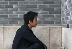 """4月25日,邓超通过微博晒出一则视频,称很想念""""跑男""""的家人,视频中还回忆了与李晨、Angelababy、郑恺、鹿晗、王祖蓝等其他兄弟姐妹录制过往的点滴,满满都是不舍和爱意。"""