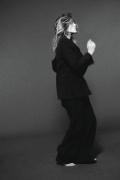 玛丽昂·歌迪亚率性写真曝光 T恤牛仔少女感实足