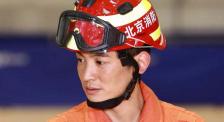 杜江探訪消防訓練一線 親身上陣體驗繩索速降科目