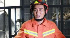 """杜江探访消防训练一线 体验救援科目感叹""""像得救了一样"""""""