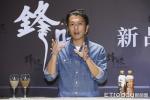 谢霆锋自曝常给王菲下厨 被问女友如何评价这样回