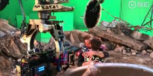 《复联4》曝片场拍摄视频 钢铁侠拥抱亲吻蜘蛛侠