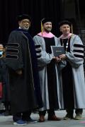 贾老板被授予伯克利博士学位 毕业典礼上台演讲
