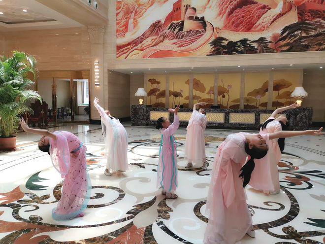 電影《七仙女》演繹經典 小演員舞動為祖國獻祝福