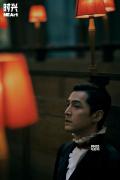 胡歌时尚大年夜片演绎贵族绅士 光影交错出现片子质感