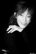51岁张敏曝新写真 诟谇色调间诠释成熟优雅魅力