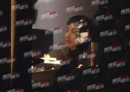 贾乃亮520饭局超欢快 王源杨超出同框嬉笑言欢!