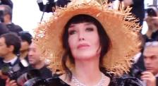 大波養眼紅毯造型! 章子怡魚尾旗袍優雅阿佳妮寬檐帽復古
