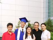 兒子畢業邁入人生新階段 張藝謀到場慶賀心情大好