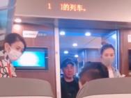 网友坐高铁偶遇袁咏仪应采儿 找人换座被赞有礼貌