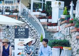 王俊凱意大利山城開《中餐廳》 與秦海璐出門買菜