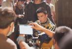 6月11日,超级网剧《穿越火线》首度曝光了一组吴磊的剧照。照片中,吴磊身穿黑白条纹套装,寸头造型持枪上阵,眼神坚毅动作利落,硬汉造型热血十足。