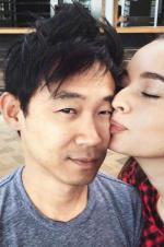 《海王》导演温子仁宣布定亲 晒出与女友热吻照