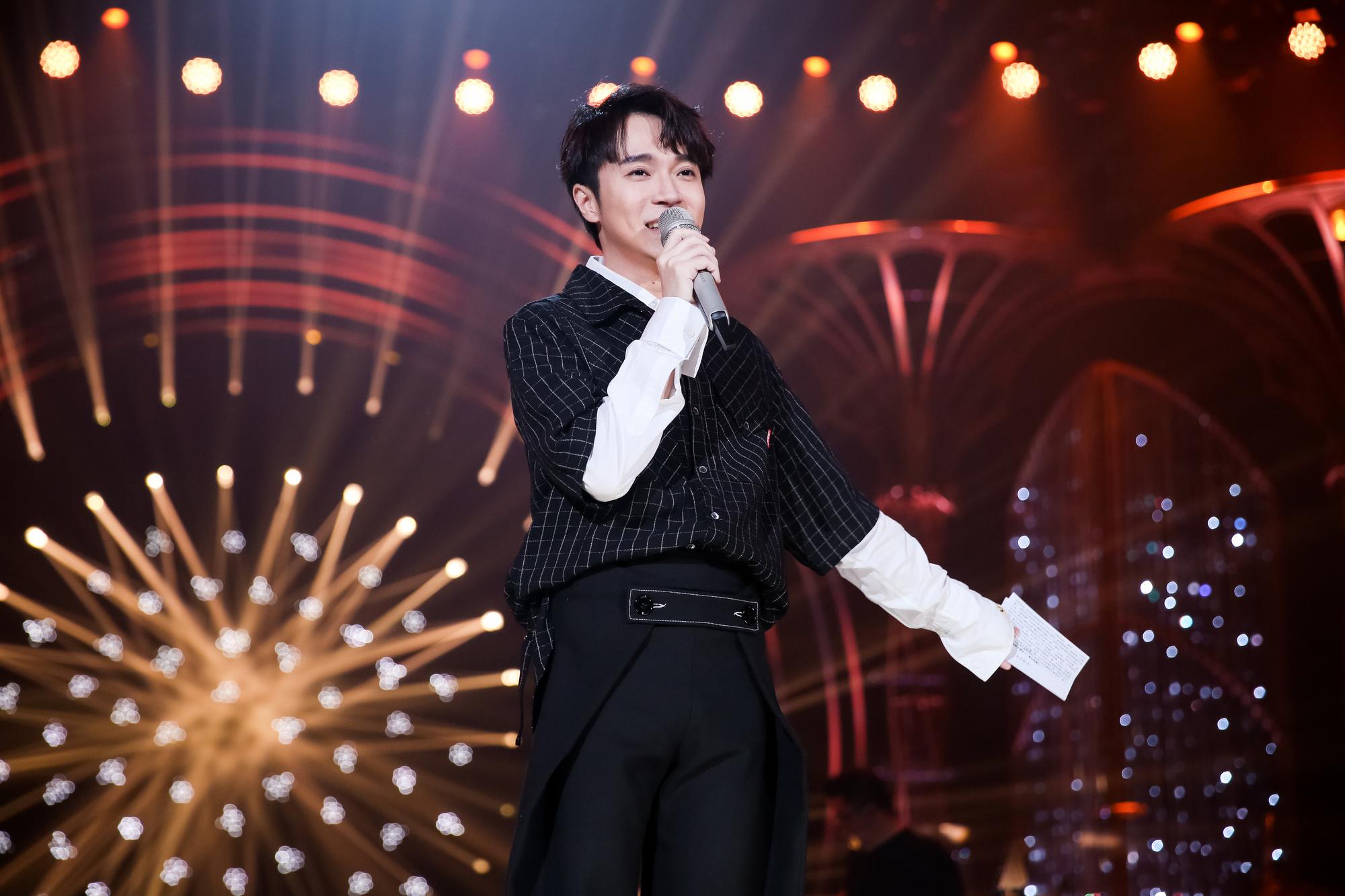 《歌手》2019吴青峰首秀 《燕窝》表达歌者灵魂
