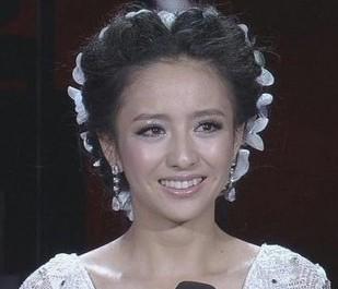 不知貌美 佟丽娅,让 国家宝藏 男摄像直呼 无法直视镜头